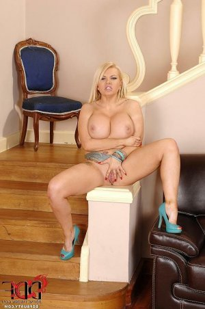 Stelly ssbbw escorts Apple Valley